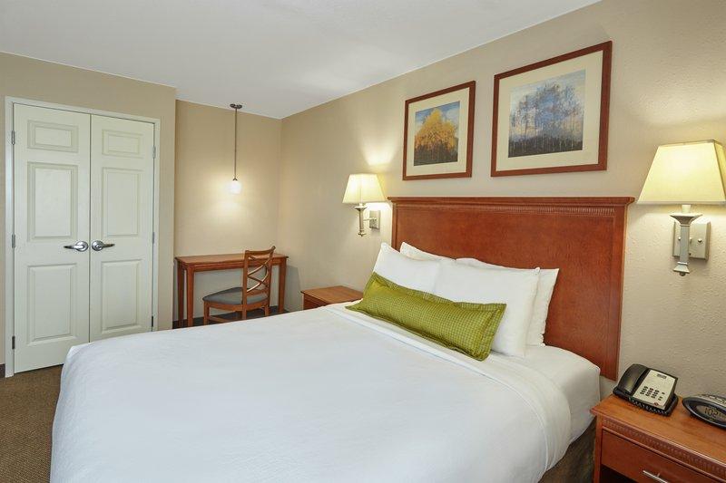 Candlewood Suites Aurora-Naperville-One Bedroom Queen Suite bedroom<br/>Image from Leonardo