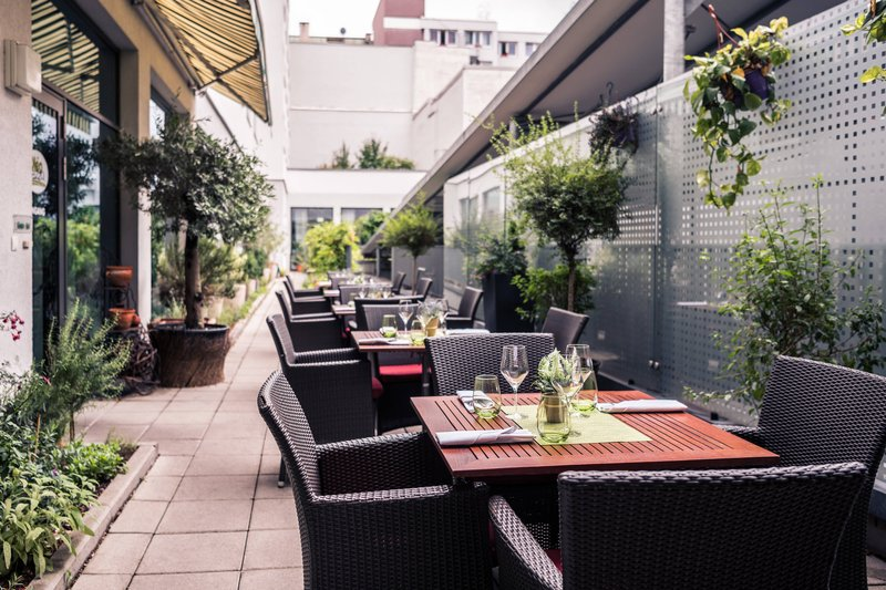 Courtyard Munich City Center-Oléo Pazzo - Terrace<br/>Image from Leonardo