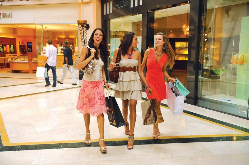 The Royal at Atlantis - Crystal Court Shopping <br/>Image from Leonardo
