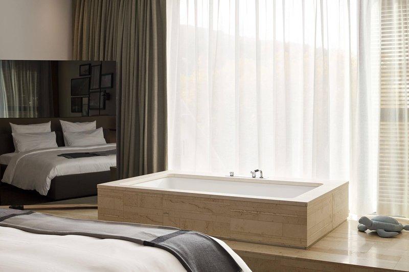 Autograph Collection Roomers Baden-Baden-Deluxe Suite - Bathtub<br/>Image from Leonardo