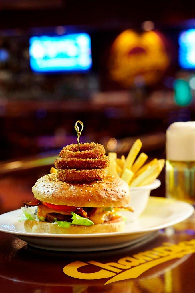 Marriott Puerto Vallarta Resort & Spa - Champions Sports Bar - Burger <br/>Image from Leonardo