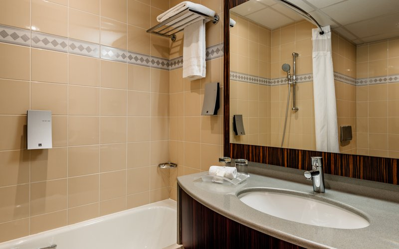 Holiday Inn Toulouse Airport-Bathroom<br/>Image from Leonardo