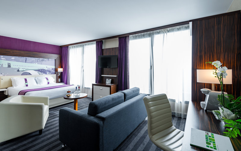 Holiday Inn Toulouse Airport-Employ the spacious living room as a leisure or a work space<br/>Image from Leonardo