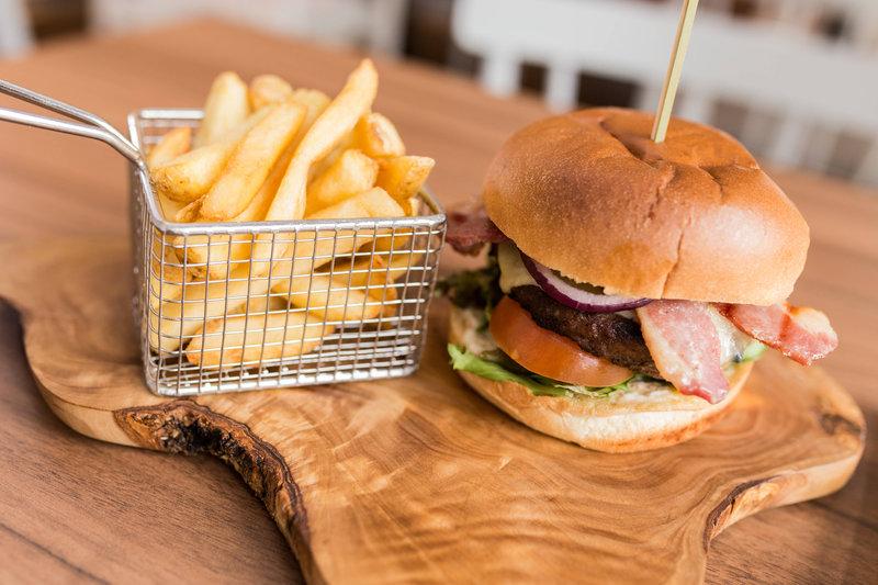 Courtyard Glasgow Airport-The Bistro - Bistro Burger<br/>Image from Leonardo
