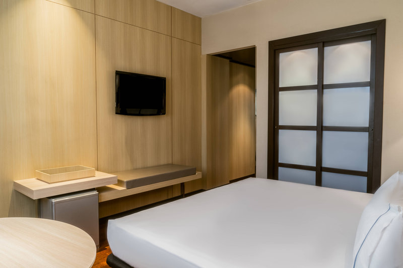 AC Hotel Valencia-Deluxe King Guest Room<br/>Image from Leonardo
