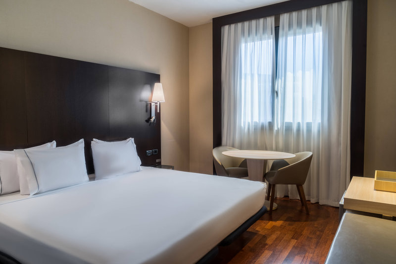 AC Hotel Valencia-Deluxe King Room<br/>Image from Leonardo