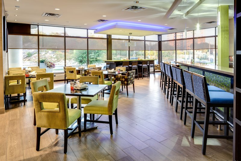 Holiday Inn Sudbury-We Serve a Variety Of Local Craft Beers At Rendezvous Lounge<br/>Image from Leonardo