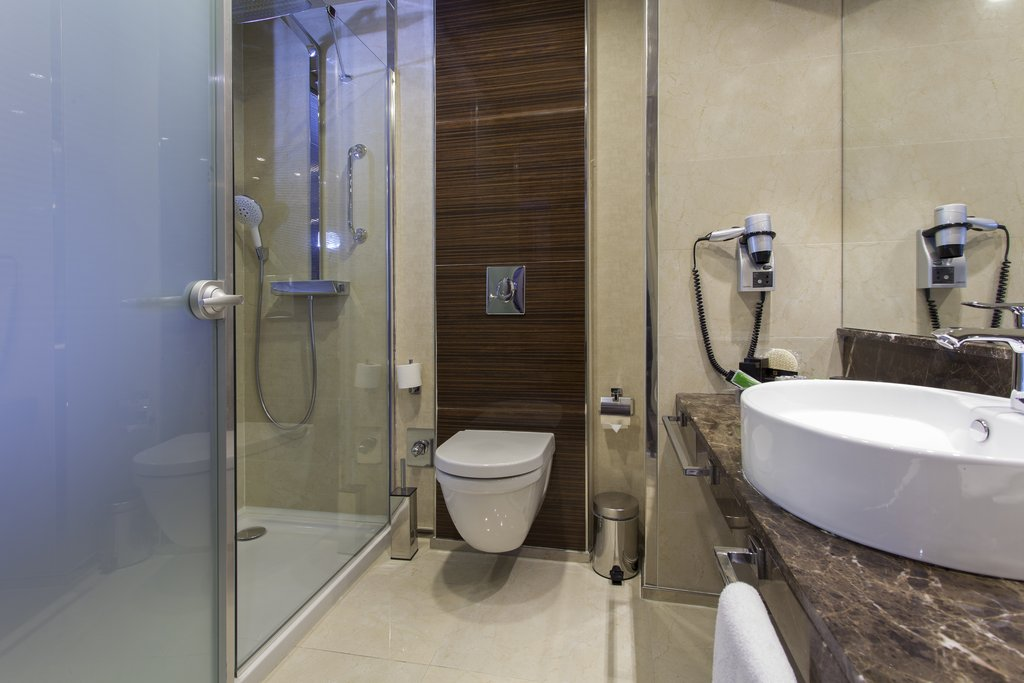 Holiday Inn Ankara-Kavaklidere-Guest Bathroom<br/>Image from Leonardo