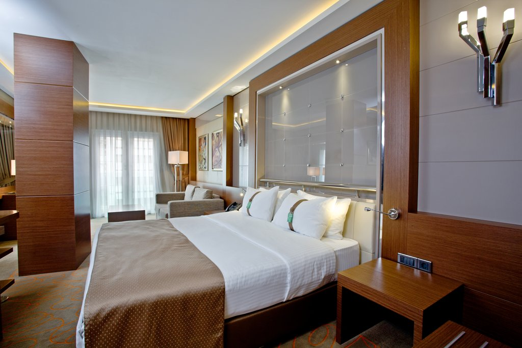 Holiday Inn Ankara-Kavaklidere-Inviting King Nonsmoking Suite<br/>Image from Leonardo