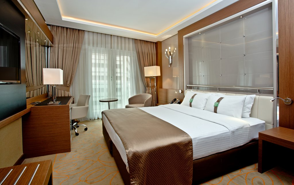 Holiday Inn Ankara-Kavaklidere-Relaxing Double Executive Nonsmoking Guest Room<br/>Image from Leonardo