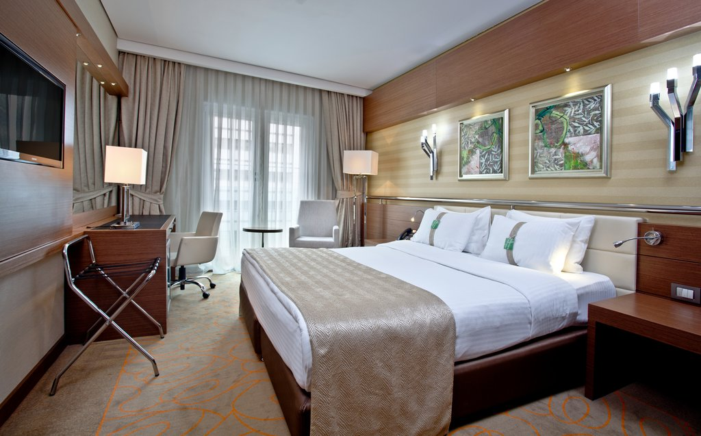 Holiday Inn Ankara-Kavaklidere-Inviting King Executive Nonsmoking Guest Room<br/>Image from Leonardo