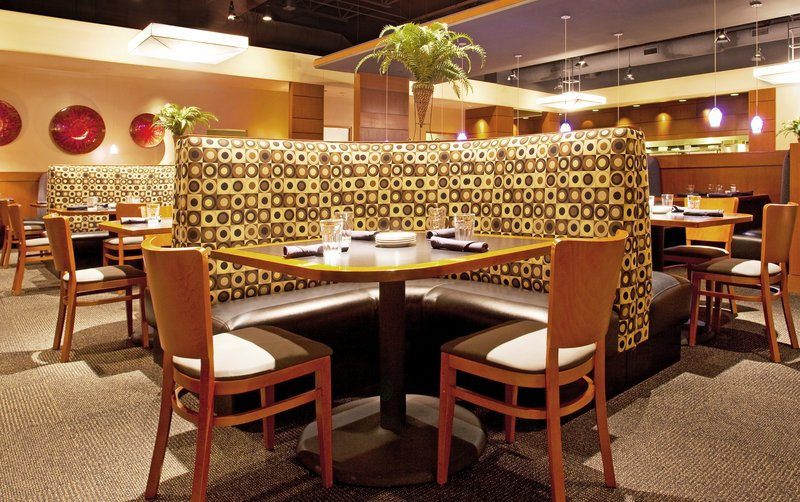 Holiday Inn Hotel & Suites Bloomington - Airport-Our attached restaurant, great atmosphere<br/>Image from Leonardo