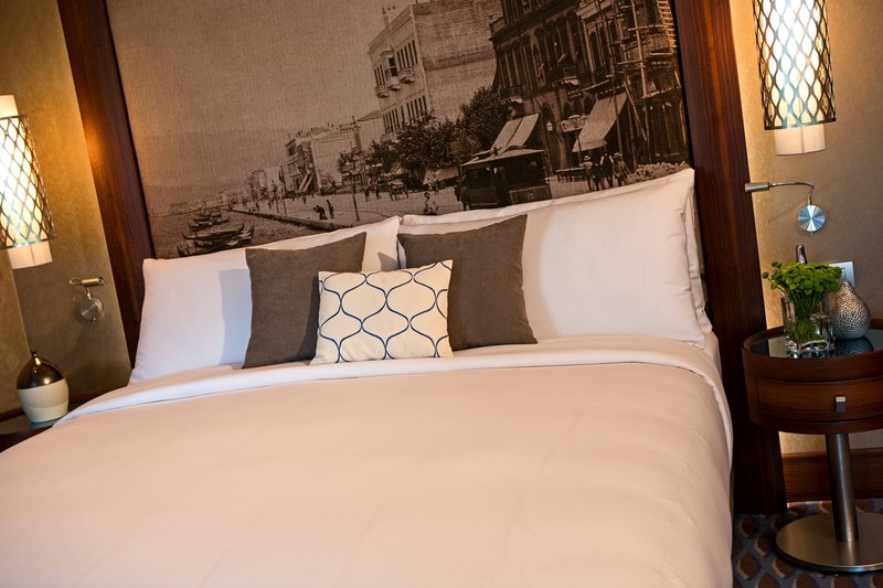 Renaissance Izmir Hotel-Corner King Guest Room – Sleeping Area<br/>Image from Leonardo