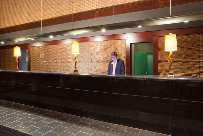 Crowne Plaza Minneapolis West-Front Desk<br/>Image from Leonardo