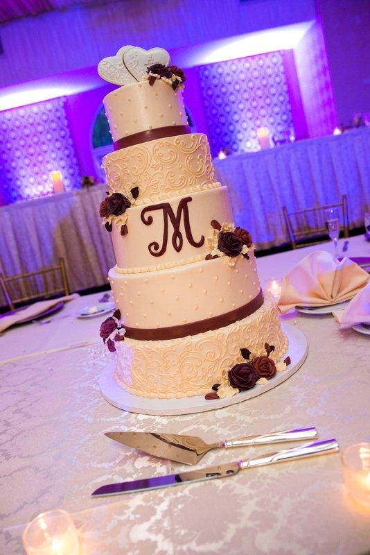 Crowne Plaza Philadelphia-Cherry Hill-Wedding Cake Display<br/>Image from Leonardo