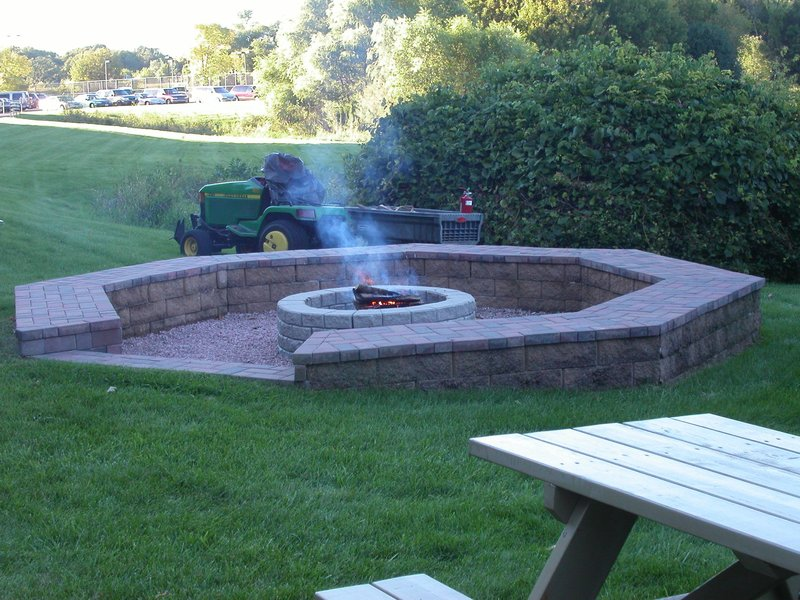 Crowne Plaza Minneapolis West-Enjoy the outdoor fire pit<br/>Image from Leonardo