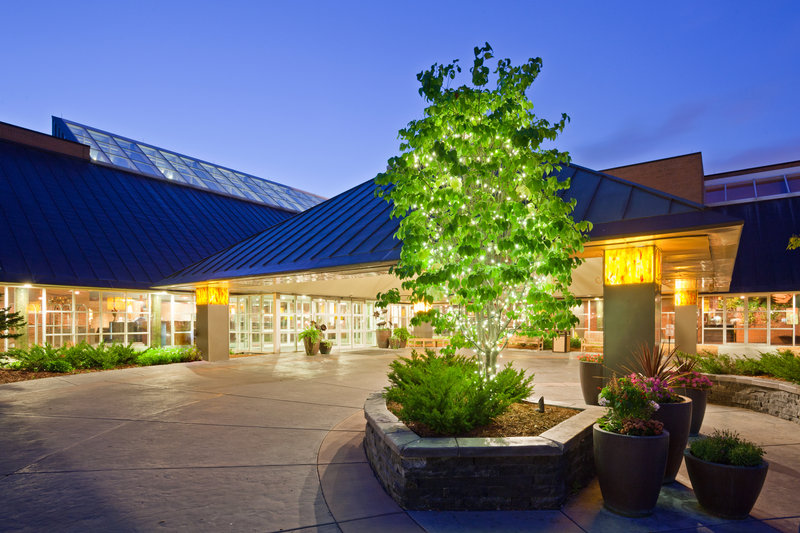 Crowne Plaza Minneapolis West-Courtyard in Evening<br/>Image from Leonardo