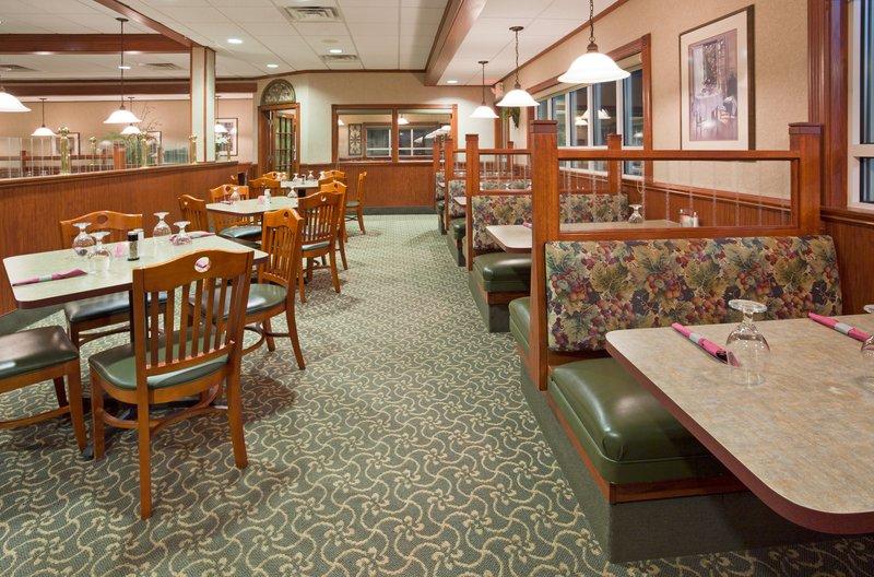 Holiday Inn Conference Center Marshfield-Restaurant<br/>Image from Leonardo