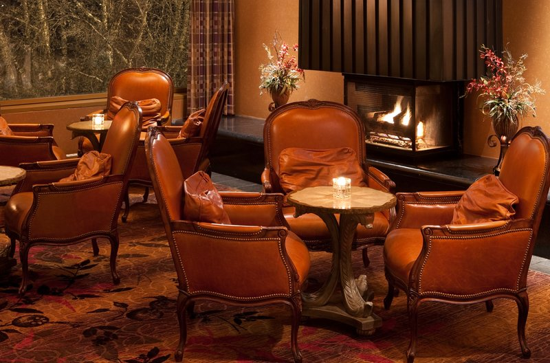 Crowne Plaza Minneapolis West-Fireside Lounge<br/>Image from Leonardo