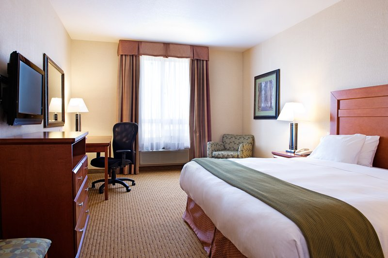 Holiday Inn Express & Suites Grande Prairie-King Bed Guest Room<br/>Image from Leonardo