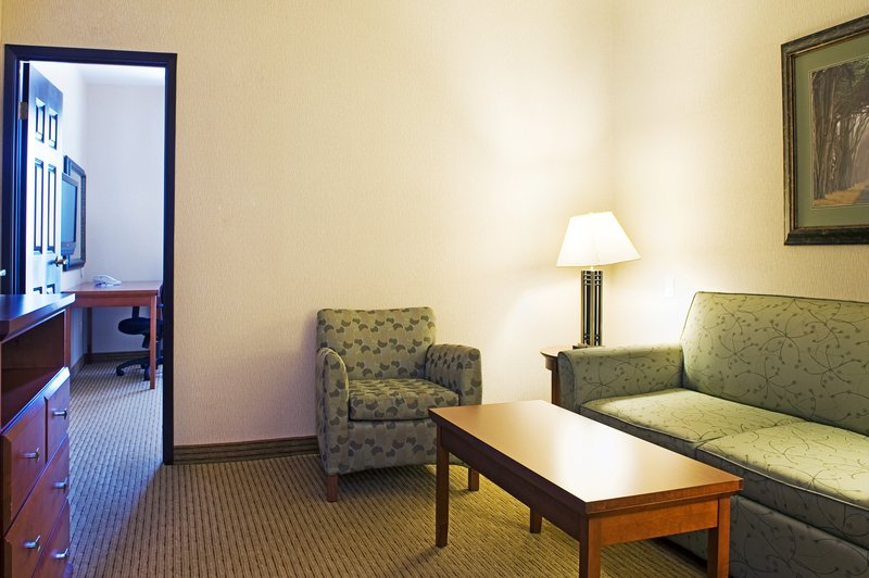 Holiday Inn Express & Suites Grande Prairie-King Executive Deluxe Room<br/>Image from Leonardo