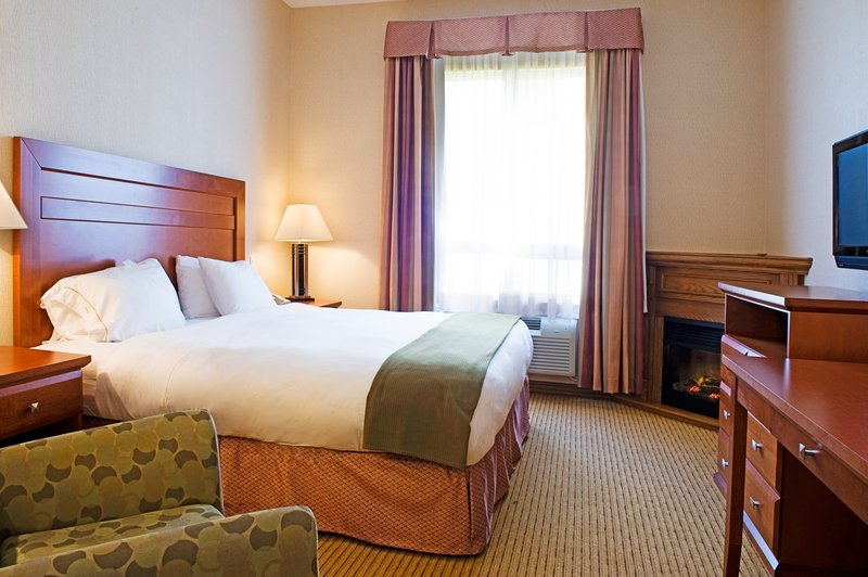 Holiday Inn Express & Suites Grande Prairie-King Jacuzzi Suite Guest Room<br/>Image from Leonardo