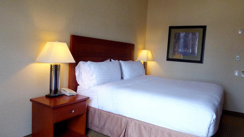 Holiday Inn Express & Suites Grande Prairie-King Bed Standard Non Smoking<br/>Image from Leonardo