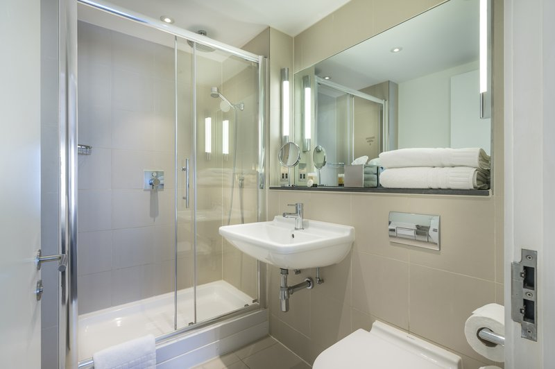 The Nadler Liverpool-King Bathroom With Shower<br/>Image from Leonardo