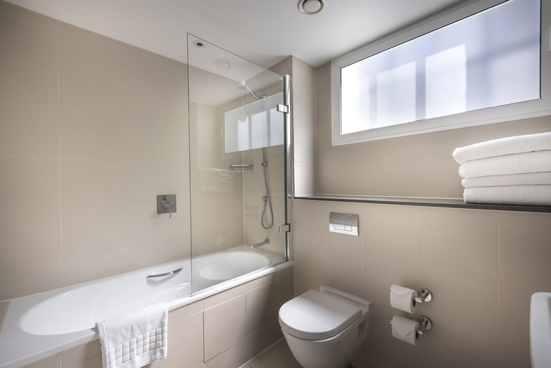 The Nadler Liverpool-Deluxe Bathroom<br/>Image from Leonardo