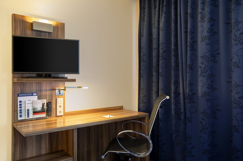 Holiday Inn Express Bremen Airport-A handy work station with inclusive Wi-Fi in an accessible room.<br/>Image from Leonardo
