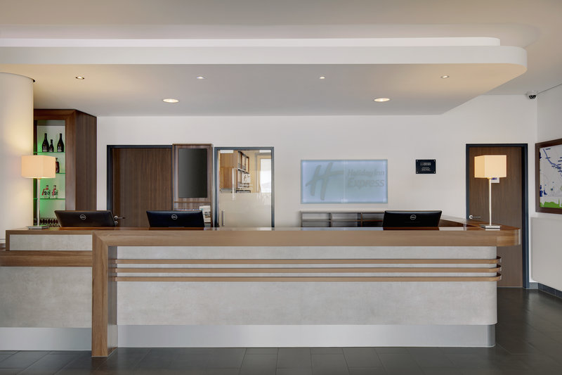 Holiday Inn Express Bremen Airport-A reception desk in a centrally located Holiday Inn Express hotel.<br/>Image from Leonardo