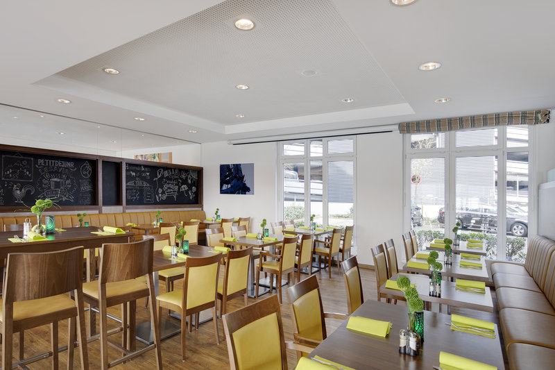 Holiday Inn Express Bremen Airport-An airy Holiday Inn Express breakfast room with plenty of seating.<br/>Image from Leonardo