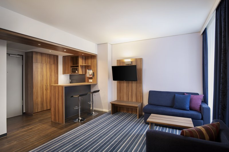 Holiday Inn Express Bremen Airport-A spacious apartment room with kitchenette, perfect for families.<br/>Image from Leonardo