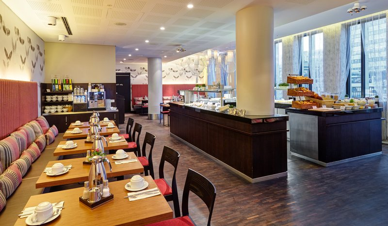 Holiday Inn Berlin Centre Alexanderplatz-Help yourself to our well-stocked Breakfast Buffet<br/>Image from Leonardo