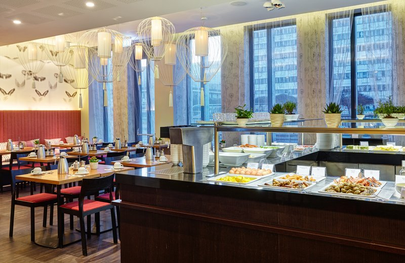 Holiday Inn Berlin Centre Alexanderplatz-Breakfast Buffet<br/>Image from Leonardo