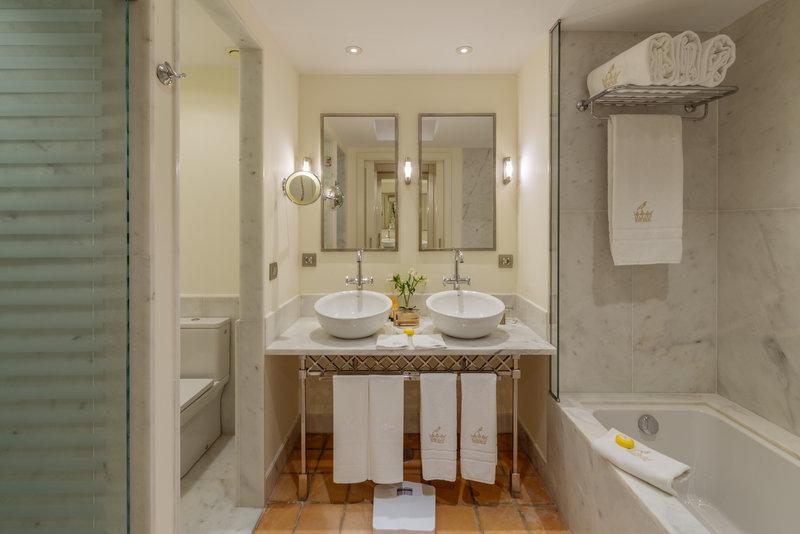 Gran Hotel Bahia del Duque-Casas Ducales Double Garden View Bathroom<br/>Image from Leonardo