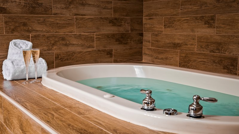 Best Western Wichita North-Spa Bath<br/>Image from Leonardo