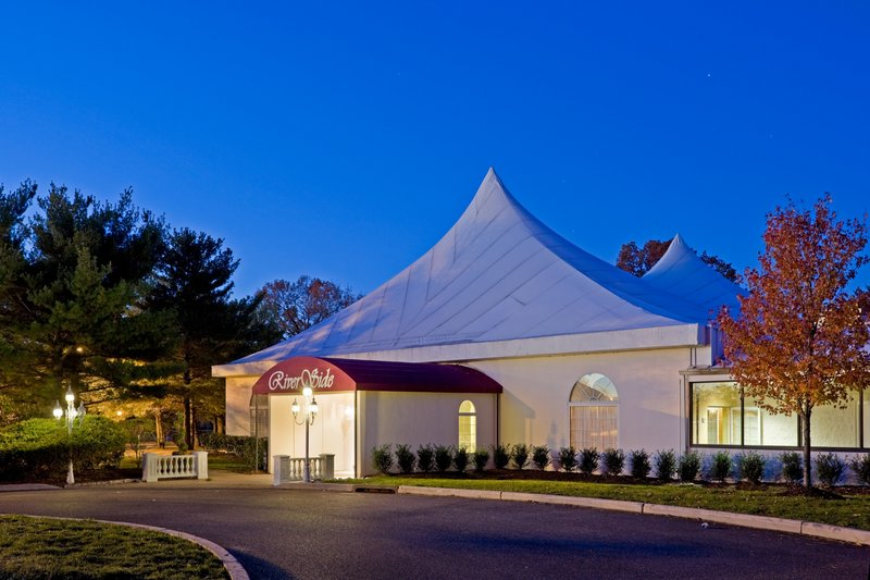 Crowne Plaza Philadelphia-Cherry Hill-Riverside Pavilion can accommodate 500 guests for banquet events<br/>Image from Leonardo
