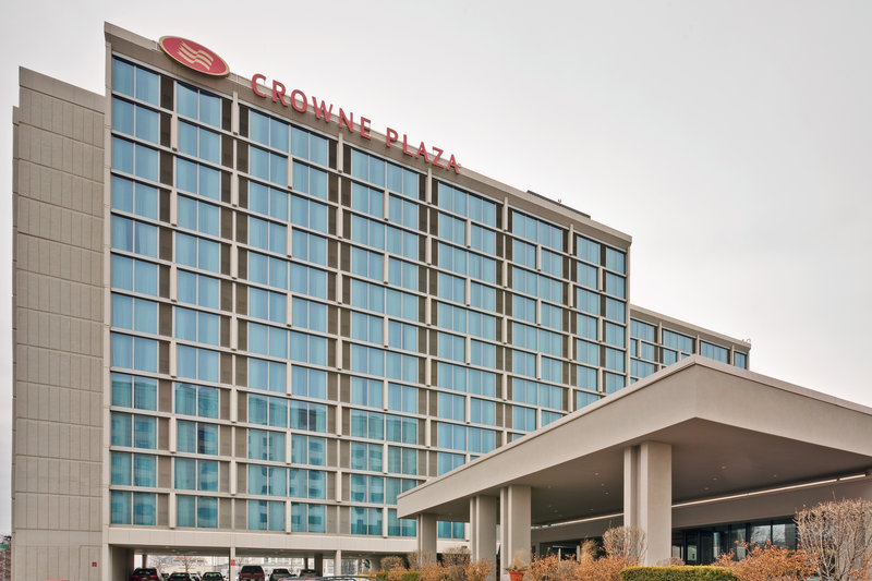 Crowne Plaza Chicago Ohare Hotel & Conference Center-Front Drive Entrance<br/>Image from Leonardo