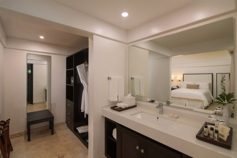 Casa De Campo - Deluxe balcony bathroom <br/>Image from Leonardo