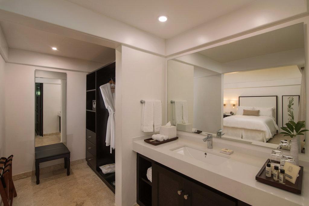 Casa De Campo - Lodge Room 2018 bathroom <br/>Image from Leonardo