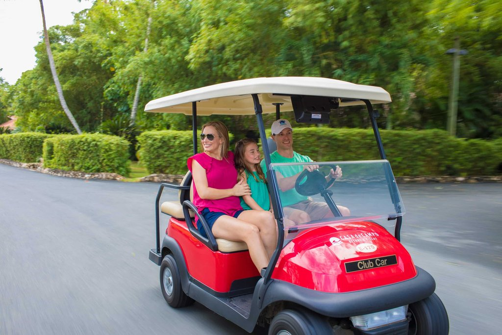 Casa De Campo - Golf cart family <br/>Image from Leonardo