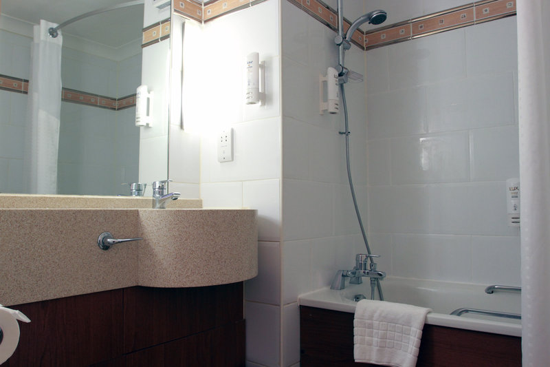 Holiday Inn A55 Chester West-Bathroom with bath and shower<br/>Image from Leonardo