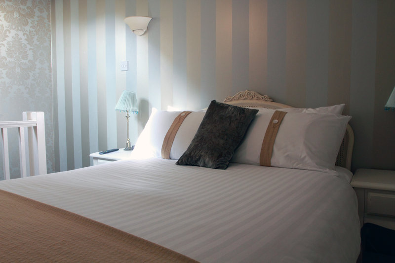 Holiday Inn A55 Chester West-Castle Suite - Gallery Bedroom with One Double Bed<br/>Image from Leonardo