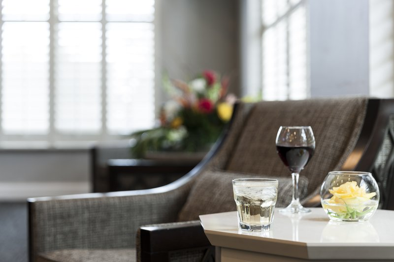 Holiday Inn Savannah Historic District-Excellent option for pre-dinner drinks or relaxation after work<br/>Image from Leonardo