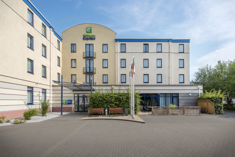 Holiday Inn Express Dortmund-Hotel within a 15-minute drive of Dortmund Airport.<br/>Image from Leonardo