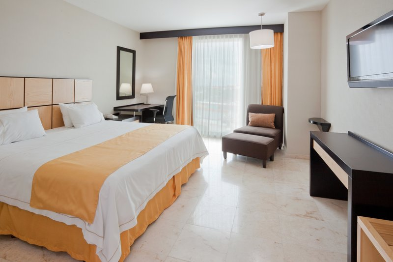 Holiday Inn Express Ciudad Del Carmen-Guest Room<br/>Image from Leonardo