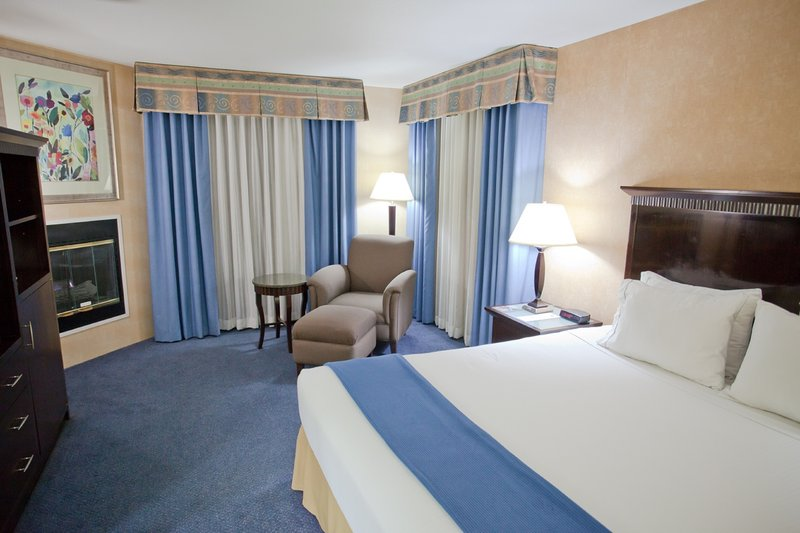Holiday Inn Express grover Beach-Pismo Beach Area-Single Bed Guest Room<br/>Image from Leonardo
