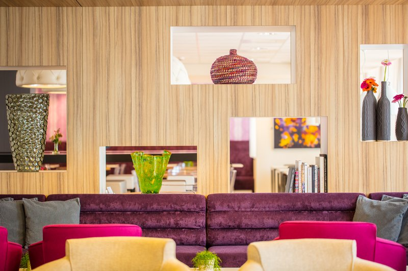 Holiday Inn Express Arnhem-Lobby Lounge<br/>Image from Leonardo