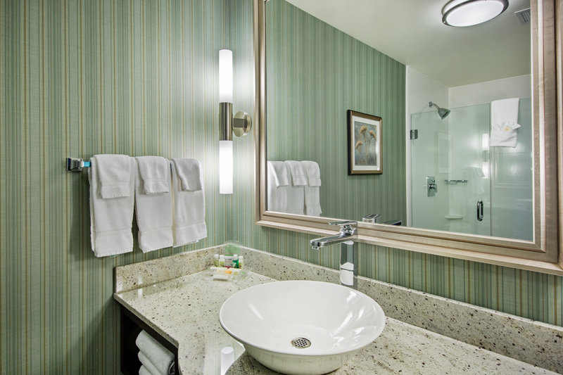 Holiday Inn Saskatoon Downtown-Guest Bathroom<br/>Image from Leonardo
